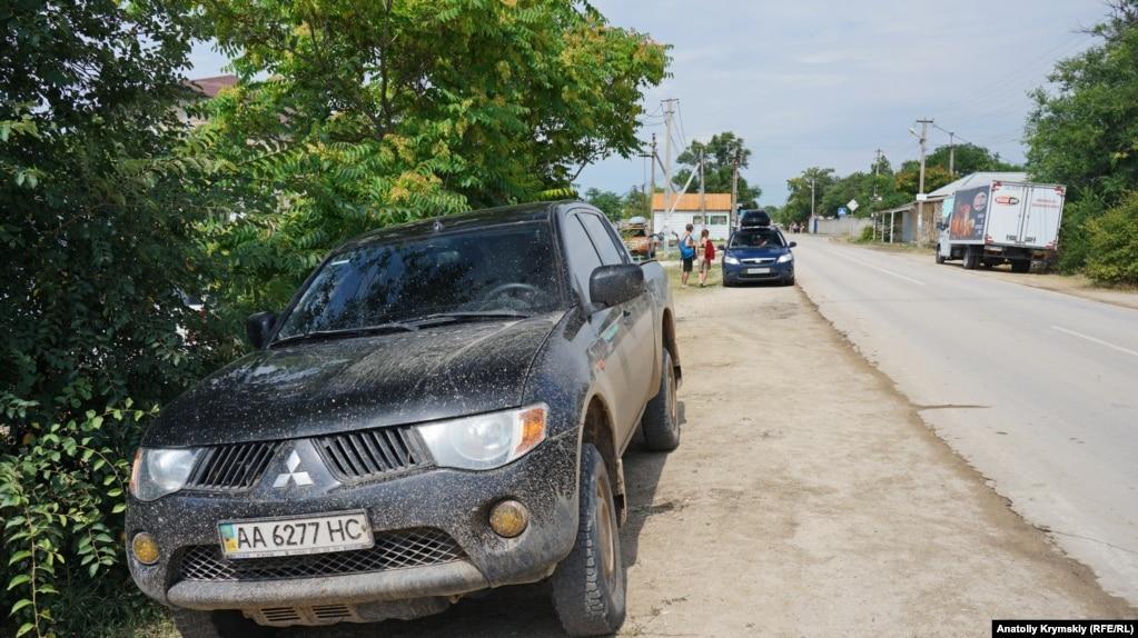 Похоже, киевлянинна пикапе колесил не только по автотрассе.
