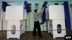 К выборам готовятся сотрудники избирательных комиссий, наблюдатели, полиция и представители протестных движений. 2 марта - последний день, когда разрешена агитация