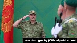 Аляксандар Лукашэнка ў камуфляжы, ілюстрацыйнае фота
