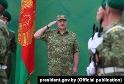 Ілюстрацыйнае фота. Аляксандар Лукашэнка на ўрачыстым пастраеньні асабовага складу Берасьцейскай памежнай групы. Чэрвень 2018 году