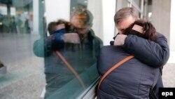 Ռուսական վթարված ինքնաթիռի ուղևորների հարազատները՝ Սանկտ Պետերբուրգի «Պուլկովո» օդանավակայանում, 31-ը հոկտեմբերի, 2015թ․