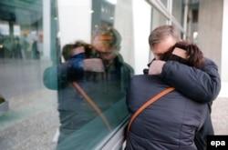 Родственники пассажиров рейса 9268 в аэропорту Пулково. 31 октября 2015 года