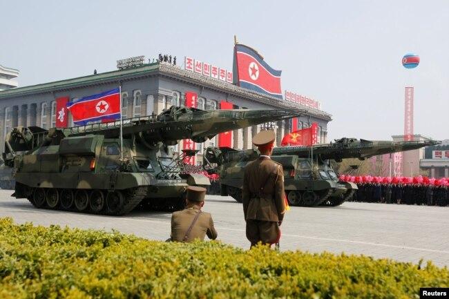 Військовий парад у Пхеньяні. 15 квітня 2017 року