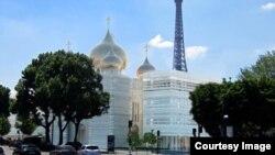 Проект духовно-культурного российского центра архитектора Жана-Мишеля Вильмотта, который устроил и Москву и Париж