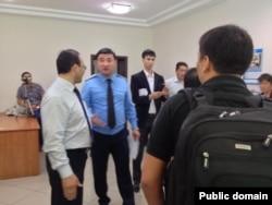Обыск в офисе оппозиционной организации «Арка суйеу». Алматы, 30 мая 2013 года.