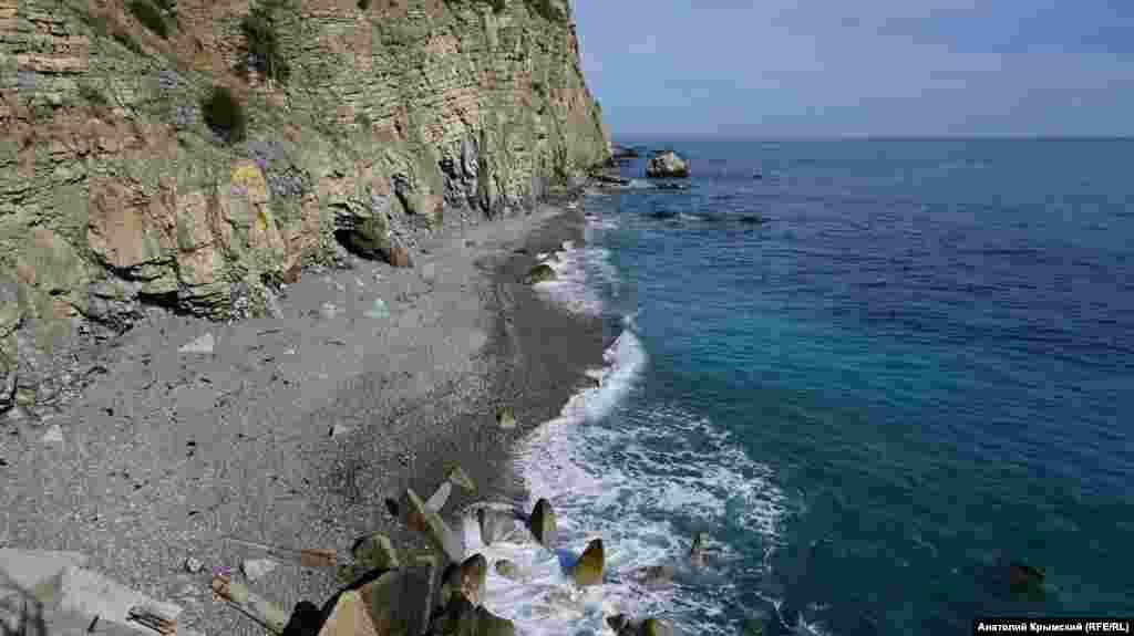 «Дикий» пляж мыса Мартьян. Купание здесь официально запрещено