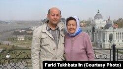 Редактор издания «Хроника Туркменистана» Фарид Тухбатуллин с матерью Халидой Избастиновой.