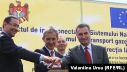La inaugurarea conductei cu Günther Oettinger, comisarul european pentru energie și premierul român Victor Ponta