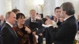 Emir Kusturica və xanımı Maja Mandic Kusturica prezident Putinlə (Foto arxivdəndir)
