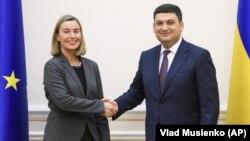 Եվրամիության արտաքին հարաբերությունների հանձնակատար Ֆեդերիկա Մոգերինին Կիևում Ուկրաինայի վարչապետ Վլադիմիր Գրոսմանի հետ հանդիպման ժամանակ, 12-ը մարտի, 2018թ