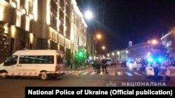 Поліцейські працюють на місці нападу в центрі Харкова, 20 серпня 2018 року