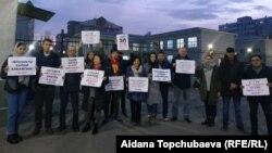 Пришедшие поддержать Афтандила Жоробекова в суде.