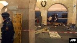 Пошкоджений вагон метро на станції «Технологічний інститут», Санкт-Петербург, Росія, 3 квітня 2017 року