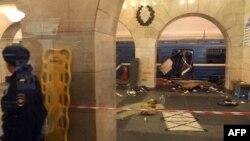 Метродағы жарылыс болған вагон. Санкт-Петербург, 3 сәуір 2017 жыл.