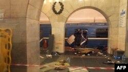 Санкт-Петербург метросында жарылыс болғаннан кейінгі сәт. 3 сәуір 2017 жыл.