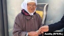 Казан үзәгендә хәер сораучы татар апасы, 9 май, 2016 ел