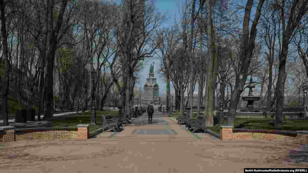 Володимирська гірка пустує