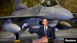 Լեհաստան – Ամերիկյան F-16 կործանիչը թիկունքին՝ ԱՄՆ նախագահ Բարաք Օբաման խոսում է Եվրոպայում անվտանգության մասին, Վարշավա, 3-ը հունիսի, 2014թ․