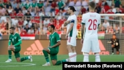 Conor Hourihane, Adam Idah, Szalai Ádám és Bolla Bendegúz a Magyarország-Írország barátságos meccs kezdeténél, 2021. június 8-án.