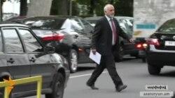 Պարույր Հայրիկյանը հանրաքվեն կանխելու համար դիմել է դատարան