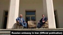 Фото посла России в Иране Левана Джагаряна с новым послом Великобритании в Тегеране Саймоном Шерклиффом вызвало возмущение иранской стороны