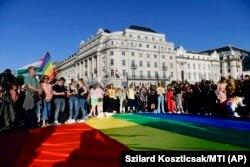 Mii de oameni au protestat împotriva noii legi.