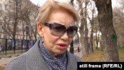 Женщина в Москве отвечает корреспондентам Крым.Реалии, 2019 год