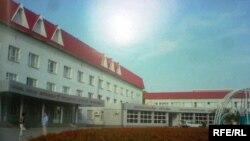 №1 қалалық балалар емханасының ғимараты. Қостанай, 2 қыркүйек, 2009 жыл.