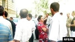 """Родные протестовавших детей вкладчиков """"GEN"""", Баку, 29 августа 2008"""