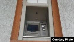Фото автора. Перший і єдиний працюючий банкомат у Торезі на «Центральному поселенні» – південній околиці міста