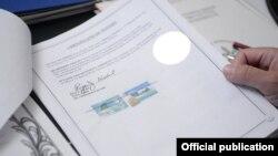 Адвокат Раян Вробелдин колу коюлган документтин сүрөтү