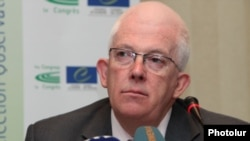Armenia - Stewart Dickson, head of a Council of Europe election observation mission, at a news conference in Yerevan, 6May2013.