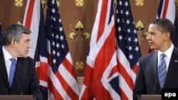 باراک اوباما رئيسجمهوری آمريکا و گوردون براون نخستوزیر بریتانیا در لندن. چهارشنبه یکم آوریل ۲۰۰۹