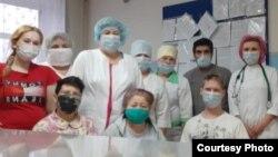 Врачи и пациенты больницы Кушнаренковского района