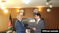 Файсал Бекзод, губернатор афганской провинции Бадахшан, с консулом Таджикистана в афганском Файзабаде. Архивное фото