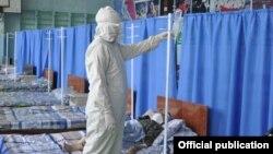 Госпиталь для пациентов с COVID-19, развернутый в бишкекской школе.