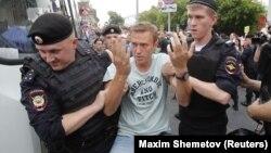 د کرملین منتقد الکسي ناوالنۍ په مسکو کې د روسي پولیسو له خوا نیول شوی.