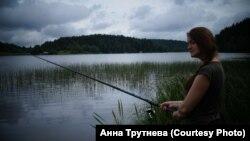 Наста Кудасава на рыбалцы. Фота: Анна Трутнева