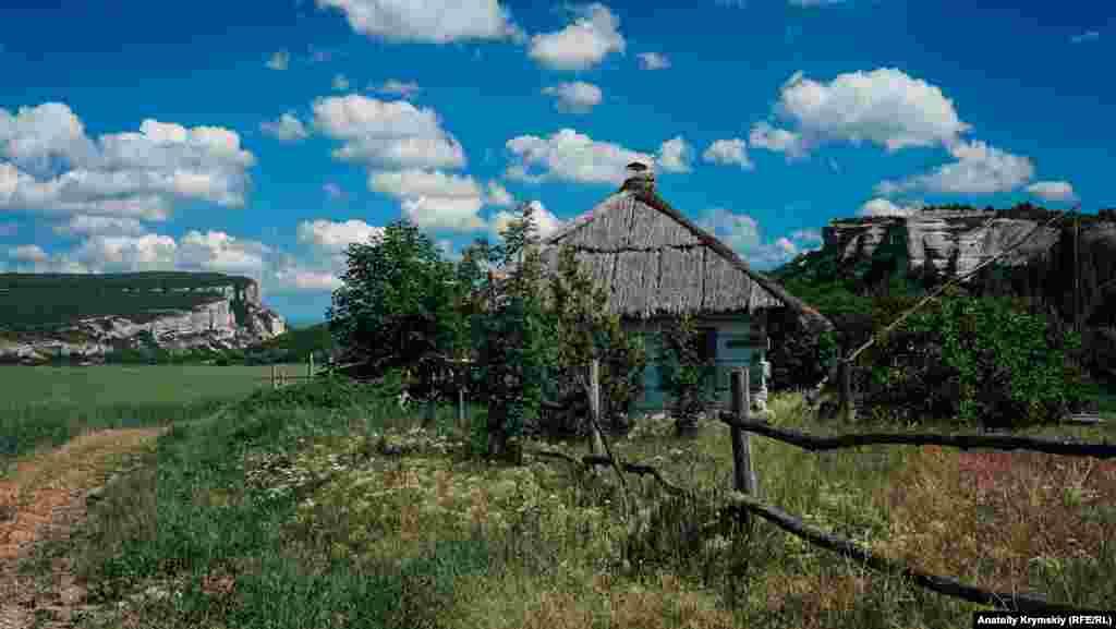 В силу сложившихся обстоятельств собственник музея под открытым небом вынужден был поменять прежнее название на «Славянскую деревню»