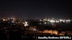 Частично обесточенные улицы и оставшиеся без электричества дома в Баку. 3 июля 2018 года