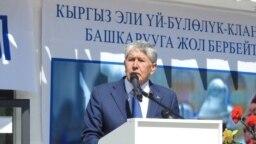 Азия: у Атамбаева отбирают партию