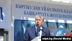 Экс-президент Кыргызстана Алмазбек Атамбаев. Бишкек, 7 апреля 2019 года.