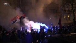 Каміння і петарди у центрі Києва під час маршу батальйону «ОУН» (відео)