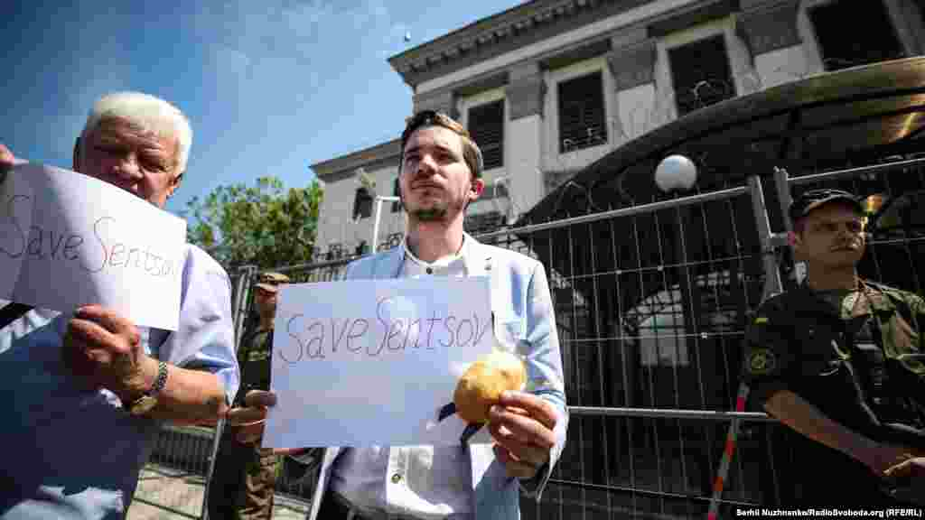 Правозащитный центр «Мемориал» внес Сенцова и Кольченко в список политзаключенных