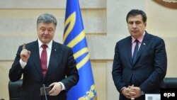 Президент України Петро Порошенко представляє Міхаїла Саакашвілі на посаді голови Одеської облдержадміністрації, 30 травня 2015 року