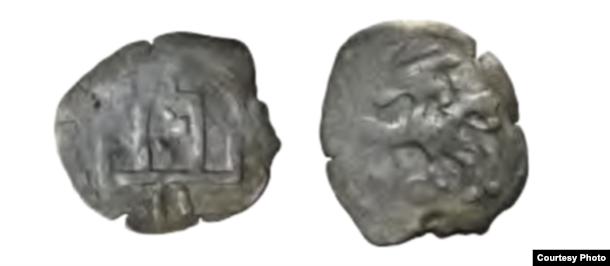(Дву?)дэнар Казімера Ягайлавіча, 3-я чвэрць XV ст. Намінал на адвароце Пагоні. Lietuvos banko Pinigų muziejus