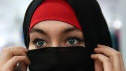 Грани Времени. Сняла решительно хиджаб наброшенный.