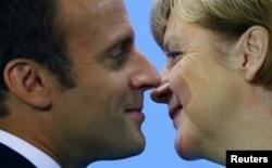 Прэзыдэнт Францыі Эманюэль Макрон і канцлер Нямеччыны Ангела Мэркель