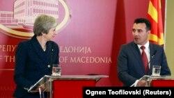 Kryeministrja e Britanisë së Madhe, Theresa May dhe kryeministri i Maqedonisë, Zoran Zaev -Shkup, 17 maj 2018.