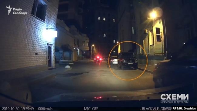 Там же було припарковане і авто самого Хорошковського